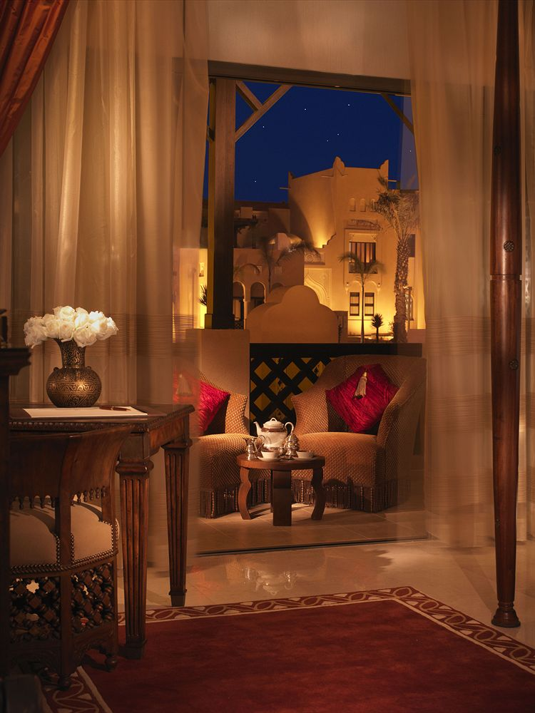 رقم فندق الريتز كارلتون الدوحة