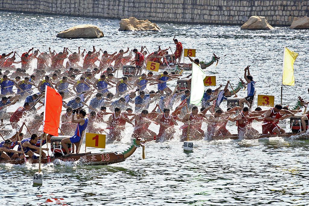 مهرجان سباق قوارب التنين في قطر Dragon Boat Racing