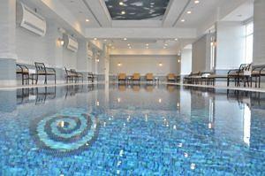 مسبح فندق جراند هيرتاج الدوحة
